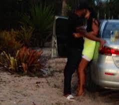 Marido de Scheila Carvalho é flagrado beijando morena