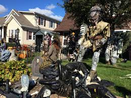 Scary Halloween House Decorations Check Out This Great Decorated Haunted House In Farming