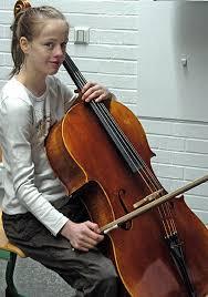 """Trotz des guten Vorspiels darf Anna Daum (links) nicht zum Landeswettbewerb. Das Ensemble """"Alte Musik\u0026#39;"""" hat sich die ... - 68380991"""