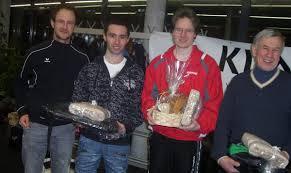 Der Obmann vom SV Klafs Hopfgarten Andreas Sieberer mit den besten ... - 3665475_web
