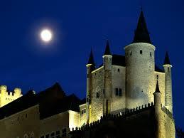 Alcázar en Luna Llena.