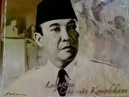 Di dalam wangsit Sang Prabu Siliwangi juga dikatakan akan munculnya sosok pemimpin negeri ini dengan ciri-ciri sebagai berikut: Laju ngadeg deui raja, ... - aaaaaaaaaa