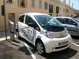 peugeot electric car file voiture électrique peugeot en rechargement nice jpg