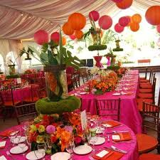 How can I encorporate garden theme? :  wedding decor reception reception room theme Images?q=tbn:ANd9GcS ZzMKjjXR29VzPEdK 3YHLOVynHsyFc4vvVSULKvDcLDV2vZHhg