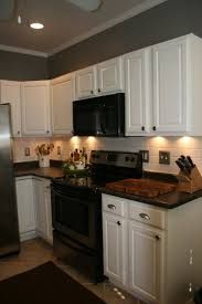 Wall Color Ideas For Kitchen by Best 20 Kitchen Black Appliances Ideas On Pinterest Black
