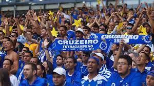 Jogadores do Cruzeiro desembarcam no aeroporto de Vitória nesta ...
