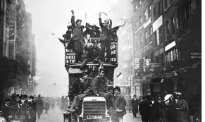 BBC Schools   How did war end  BBC People celebrate the end of war on a London bus