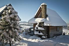 Tiny Cabin Tiny Log Cabin Makes For A Snug And Romantic Retreat Small House