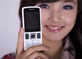 Điện Thoại 2 SIM 2 Sóng Hi-mobile không những cho phép người sử dụng kết nối với bạn bè qua ứng dụng chat Yahoo, Skype hoặc nghe nhạc trong nhiều giờ liền mà còn hỗ trợ truy cập các mạng xã hội thông dụng như Facebook, Twitter…