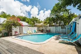 rent poolside paradise tropical village nightly rental key