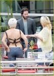 Keanu Reeves & Girlfriend: Dinner Date   keanu reeves girlfriend