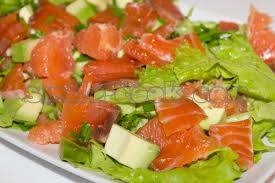 Как приготовить салат с семгой