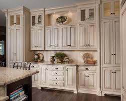 Kitchen Cabinet Knobs Ideas HBE Kitchen - Kitchen cabinets with knobs