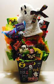 Halloween Gift Basket by Halloween Gifts 25 Best Halloween Gift Baskets Ideas On Pinterest
