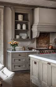 Antiqued Kitchen Cabinets by Best 25 Glazed Kitchen Cabinets Ideas On Pinterest How To