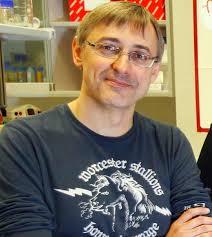 José Carlos Reyes La diferenciación celular conlleva cambios en los patrones de expresión génica que tienen que ser heredados dentro de cada linaje celular ... - 2048438502_3082011105422