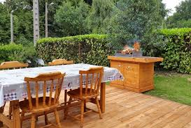 Pallets Patio Furniture - bbq feasting deck made of pallets diy