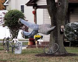 45 halloween decorations that convert homes into real horror meuseums