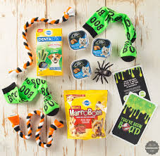 Halloween Gift Basket by How To Create A Halloween Boo Kit A Dog Gift Basket For Halloween