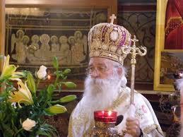 500 πιστοί επιδοκίμασαν τη στάση του μητρο- πολίτη Γλυφάδας στο θέμα του Νεκροταφείου...