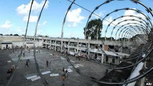 Número de presos explode no Brasil e gera superlotação de presídios