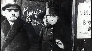 """""""Los días de Octubre"""" - extracto de la parte III de """"Memorias acerca de Lenin"""", de Nadezhda Krupskaya, año 1933 Images?q=tbn:ANd9GcSRN4j_mjlzXsidNpdU3vozwDiGyooUk9AtZiI8wAnqaYyujwwkzg"""