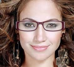 clever makeup with eyeglasses