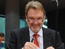 Bahn AG-Vorstand Volker Kefer hat zur Finanzierung der Neubaustrecke nach ...