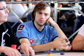 Кто из политиков серьезно увлекался игрой в покер пока не стал президентом?