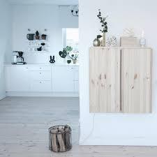 Wall Mounted Cupboards Heller Holzboden Weisse Kuechenzeile Ikea Ivar Wandschrank Als
