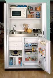 la kitchenette moderne équipée et sur optimisée mini kitchen
