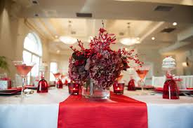 christmas banquet decorating ideas with white silk table cloth and