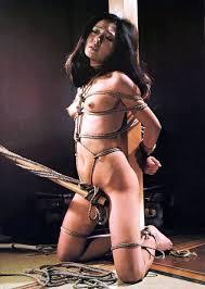 女性全裸緊縛写真|