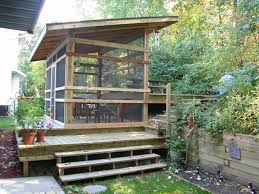 Screen Porch Roof by Tips U0026 Ideas Screen Porch Ideas With Sloping Roof And Front Steps