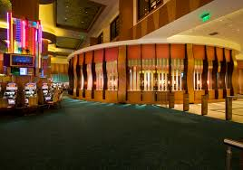 Isle Of Capri Waterloo Casino & Hotel - Attractions/Entertainment, Hotels/Accommodations - 777 Isle of Capri Blvd, Waterloo, IA, United States