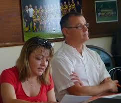 Bravo à tous et surtout à Odette très impliquée dans la vie de cette équipe. Les dirigeants: Carole Boulanger et le Président Gilles Dufraisse. - ag1_rugby_petit_2010-b8ac7