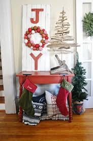 Homes With Christmas Decorations by 70 Diy Christmas Decorations Easy Christmas Decorating Ideas