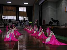 korean haristyle and hanbok Images?q=tbn:ANd9GcShMLtbq4ZnUW40iAIkVa-dUKE2nsVXecLpuXu_-7M2XqABrjrZGA