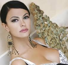 A renderlo noto è la stessa attrice siciliana in un'intervista rilasciata al settimanale 'Chi', in edicola domani. MARIA GRAZIA CUCINOTTA 7 - MARIA-GRAZIA-CUCINOTTA-7