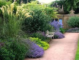 Каковы особенности пейзажного стиля в ландшафтном дизайне?