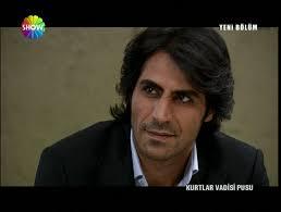 ...احسن ممثل تركي في عام 2011 هو مراد علمدار ...