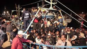 Emigrantes y refugiados llegan a la isla italiana de Lampedusa
