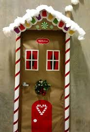 Homes With Christmas Decorations by Best 25 Christmas Door Decorations Ideas On Pinterest Christmas