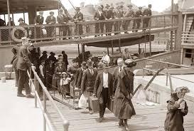 **Ellis Island/Tracce di uomini e di donne nel viaggio dei migranti