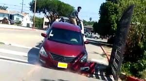 nissan altima 2016 no brasil nissan owner tries to free his altima from moving repo tow truck