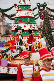 Decoration Noel Disney by Best 25 Disneyland Paris Christmas Ideas On Pinterest