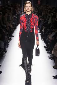 Что уже не модно в 2019 в стиле одежды, маникюре, макияже, акссесуарах?