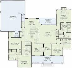 2000 Sq Ft Bungalow Floor Plans Best 25 Square House Plans Ideas Only On Pinterest Square House