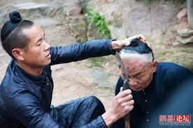 حلاق يحلق الشعر باستخدام منجل  Images?q=tbn:ANd9GcT7TiK4DaPbO7fwvbuTwCbF3ov4F8c5IL4m0jY9Tfv_dqf6fCyP
