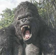 King Kong en blanco y negro rugiendo